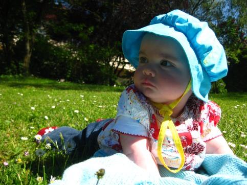 http://lestourtereaux.free.fr/blog/mai-2010/alizee-fleurs-1.JPG